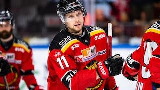 Luleås Petter Emanuelsson i närbild där han ser fokuserad ut.