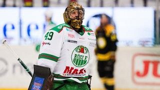 Justin Pogge stoppade 37 skott och åker av isen som en vinnare.