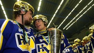 Olausson och Davidsson firar