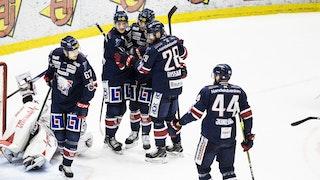 Linköpingsspelare firar ett mål när östgötarna vann mot Oskarshamn.