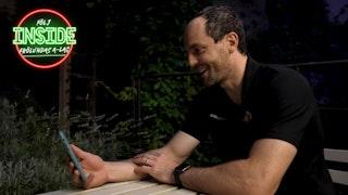Stefan Elliott ringer till sin familj på FaceTime.